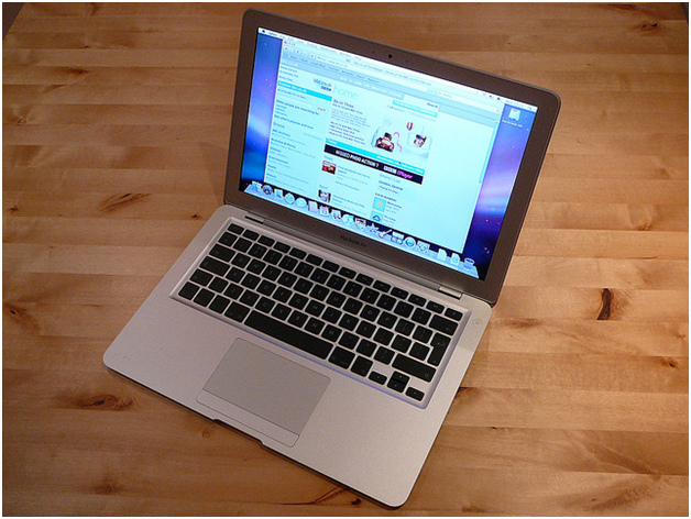 Here's Why Most Companies Prefer Laptops To Desktop PCs